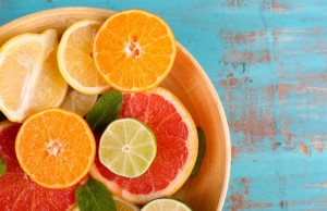 Foods rich in vitamin C can cut the risk of cataract progression by a third, a new study says. (PRNewsFoto/American Academy of Ophthalmolo)